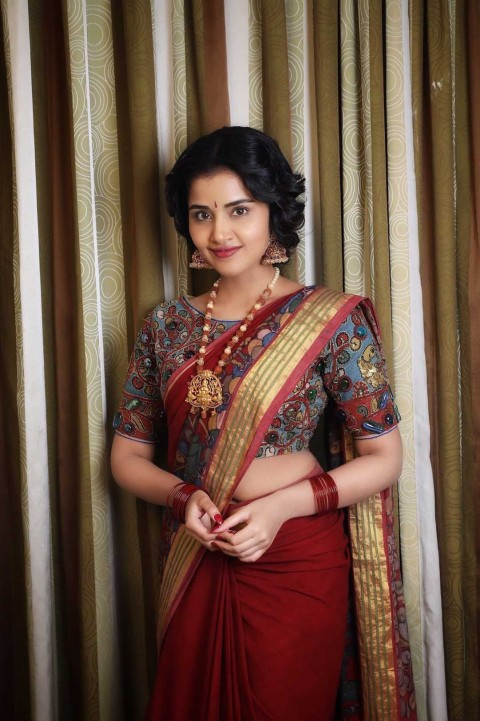Anupama Parameswaran Wallpaper Pic Full Body
