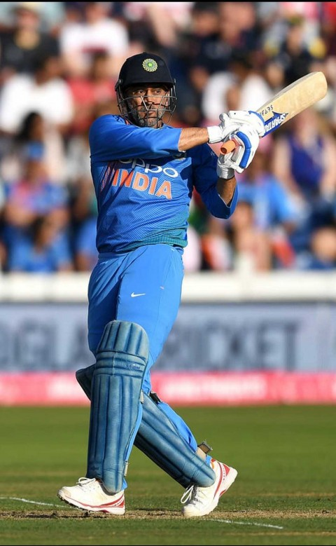 MS Dhoni Batting Wallpapers Download
