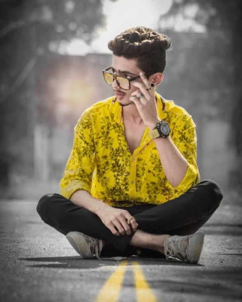 Road Sitting Pose Images For Boys